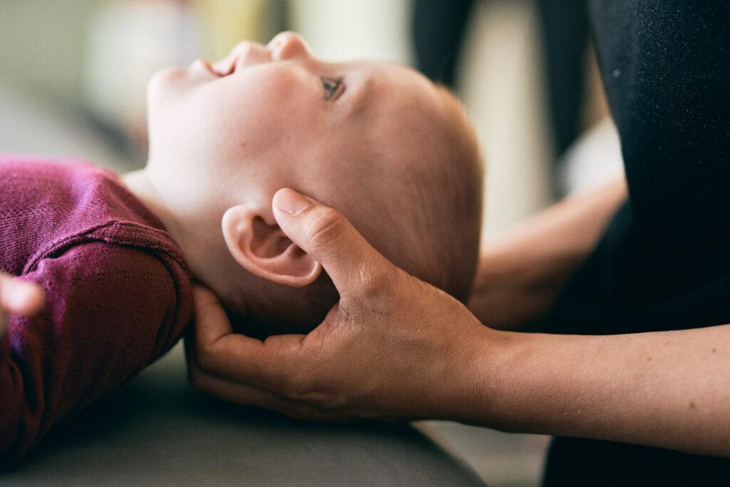 Osteopatisk behandling til baby